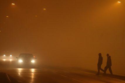 VOZAČI OPREZ Zbog magle smanjena vidljivost, a na putevima poledica i odroni
