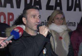 """Davor Dragičevića poručio sa trga u Banjaluci: """"Ne nadajte se, istraga o ubistvu mog sina neće biti obustavljena!"""""""