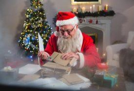 VESELJE NA GRANICI Ruski i finski Djed Mraz razmijenili poklone (FOTO, VIDEO)