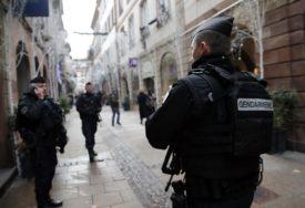 """""""NE MOŽETE NAS KUPITI"""" Francuski policajci koji su obezbjeđivali Pariz tokom protesta ODBILI 300 EVRA BONUSA"""