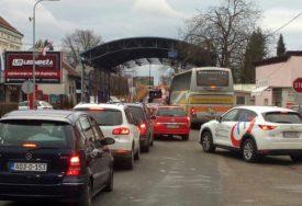 GUŽVE U NAJAVI Pojačan saobraćaj na graničnim prelazima