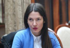 DVOLIČNOST BOŠNJAČKIH POLITIČARA Trivićeva upitala zašto je donacija vakcina AstraZeneka iz Slovenije kvalitetnija od one iz Srbije