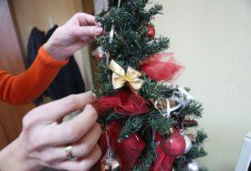 U SUSRET PRAZNICIMA Djeca pripremala novogodišnje čestitke (FOTO)