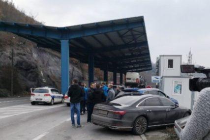 OTVOREN SAOBRAĆAJ Prva vozila prešla preko prelaza Jarinje i Brnjak