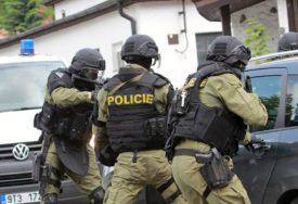PUCNJAVA U ČEŠKOJ BOLNICI Najmanje šest osoba ubijeno, napadač U BJEKSTVU (FOTO)