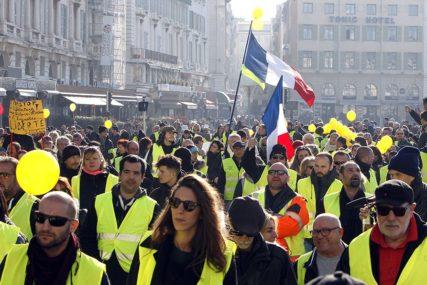 NOVI SUKOBI U PARIZU Policija SUZAVCEM na demonstrante, a oni pokušali da uđu u željezničku stanicu