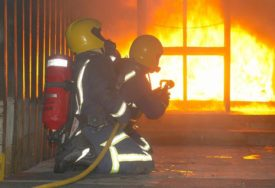 BLOKIRAO PRILAZ HIDRANTU Kako su vatrogasci očitali bukvicu NESAVJESNOM VOZAČU (VIDEO)