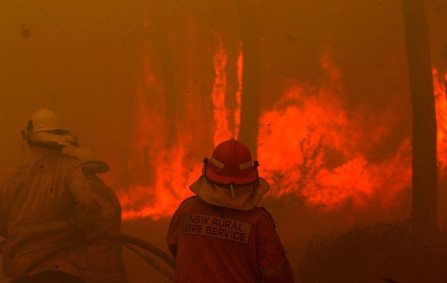 UPOZORENJA OD MEGA POŽARA Uništeno 20 kuća blizu SIDNEJA, a vatra se kreće ka turističkom odredištu
