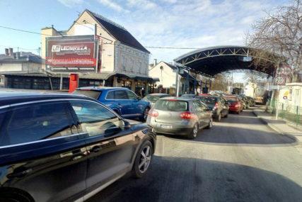 Vozači, naoružajte se strpljenjem! Pojačan saobraćaj i duže kolone na prelazima Gradiška, Deleuša i Velika Kladuša