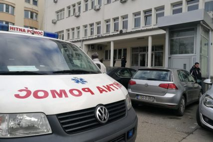 PREBAČENI U UKC TUZLA Teška saobraćajna nesreća kod Lukavca, povrijeđene TRI OSOBE
