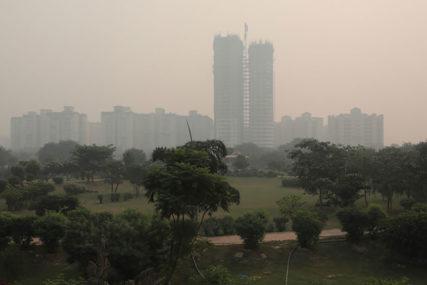 GUŠE SE U SMOGU Nju Delhi zbog zagađenja vazduha KAŽNJEN sa tri i po miliona dolara