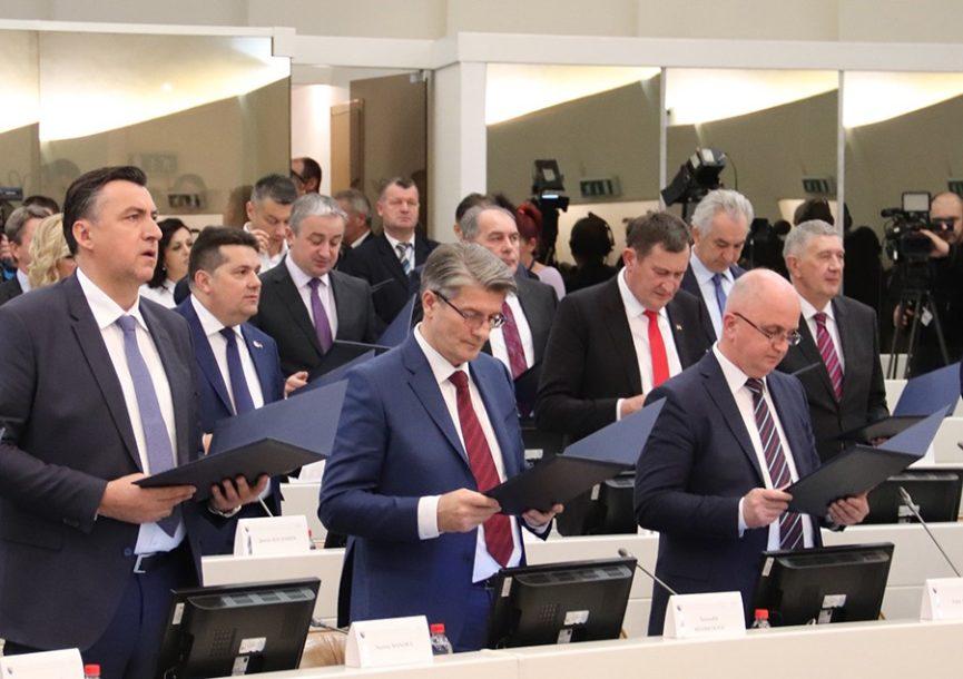 ZARADE OSAM PROSJEČNIH PLATA Političari u BiH najplaćeniji u Evropi u odnosu na građane