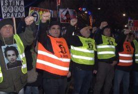 ŽUTI PRSLUCI I U BANJALUCI Za razliku od Francuza okupljeni na Trgu Krajine traže pravdu za ubijenog Davida Dragičevića