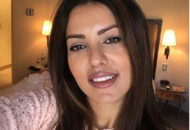RASNA CRNKA Šuška se da je atraktivna pjevačica UVEĆALA GRUDI za nekoliko brojeva (FOTO)