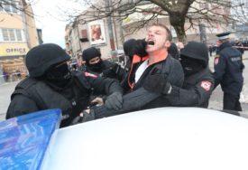 SUKOB GRAĐANA I POLICIJE Nekoliko osoba povrijeđeno na Trgu Krajine, Stanivuković PONOVO UHAPŠEN (VIDEO, FOTO)