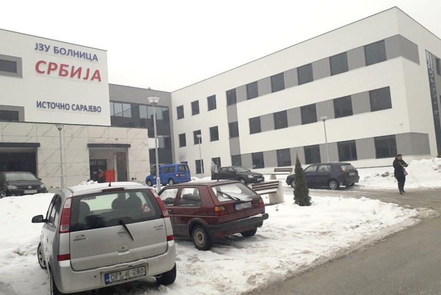 """POGINUO VOZAČ """"AUDIJA"""" Težak sudar dva automobila na Sokocu, drugi muškarac teško povrijeđen"""