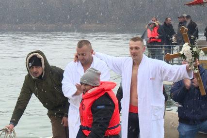 TRADICIJA SE NASTAVLJA Sutra Bogojavljensko plivanje za časni krst
