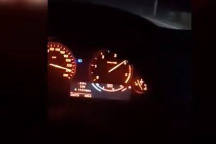 """VAPAJ UPLAŠENE DJEVOJKE Snimao dok je vozio 240 km/h, djevojka panično vrištala """"POLAKO, POGINUĆEMO"""" (VIDEO)"""