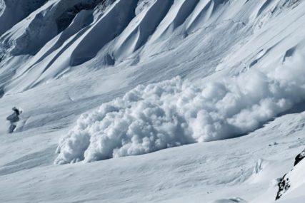 POPUT HOROR FILMA Opsežna potraga za skijašem koji je pokrenuo SMRTONOSNU LAVINU (VIDEO)
