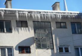 ŽENI LEDENICA PALA NA GLAVU Danas bez svijesti hitno prevezena u bolnicu