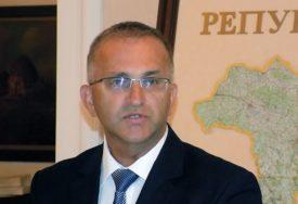 GLIGORIĆ OSTAO BEZ FOTELJE Radeta ponovo na čelu Agencije za državnu upravu