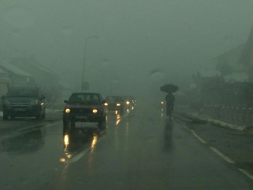 MAGLA, ODRNONI, MOKAR KOLOVOZ Vozači se pozivaju na oprez tokom saobraćaja