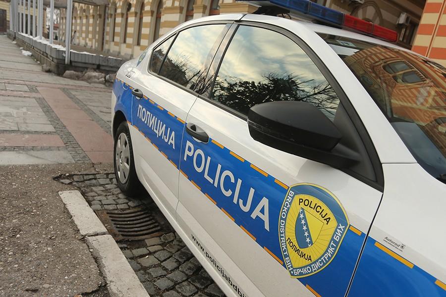 VELIKA POLICIJSKA AKCIJA U BRČKOM Pronađeni narkotici, oružje i novac