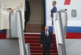 NE LETI BEZ NJE Ova plavuša je omiljena Putinova stjuardesa