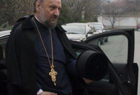 KAČAVENDA ZARAŽEN KORONOM Vladika u teškom stanju upućen na liječenje u Beograd