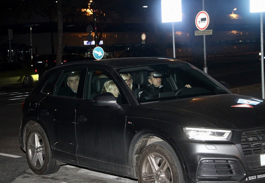 AVION SA TIJELOM ŠABANA ŠAULIĆA SLETIO U BEOGRAD Na aerodrom po pokojnika došle supruga i kćerka