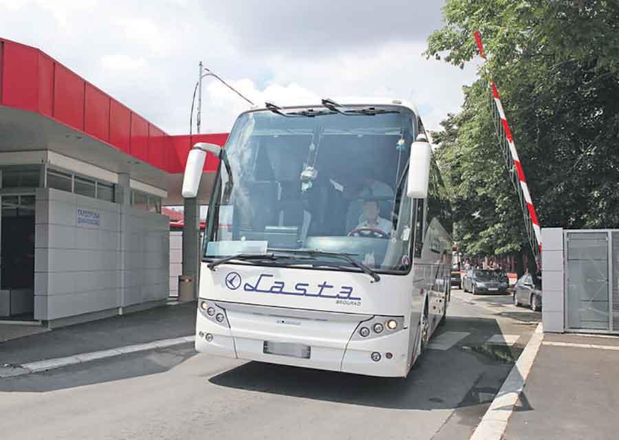 DRAMA U AUTOBUSU U NJEMAČKOJ Državljanin Srbije nasrnuo na dva putnika, tvrdi da je dobio poruku od Alaha