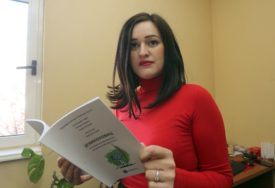 """""""JEZIKOLOVAC"""" Udruženje lektora RS dijeli priručnik JEZIČKIH PRAVILA za djecu"""