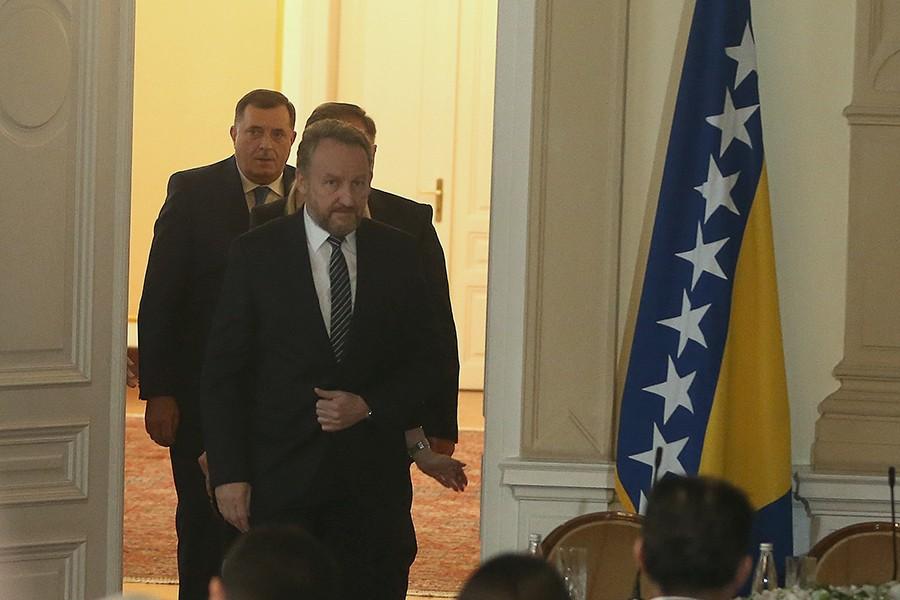 TUŽAN DAN ZA PORODICU Izetbegović uputio saučešće Miloradu Dodiku povodom smrti njegovog oca