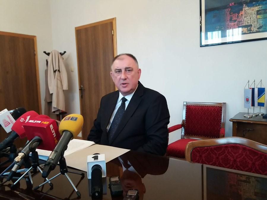 """""""PRITISCIMA SU PRIDOBILI ODBORNIKE DNS"""" Gradonačelnik Prijedora Milenko Đaković poziva SNSD da zajedno rade"""