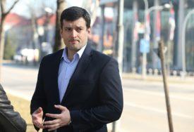 """ŠEŠIĆ PORUČIO """"Vlada nije slušala naše sugestije da se ŠTEDI za teška vremena"""""""