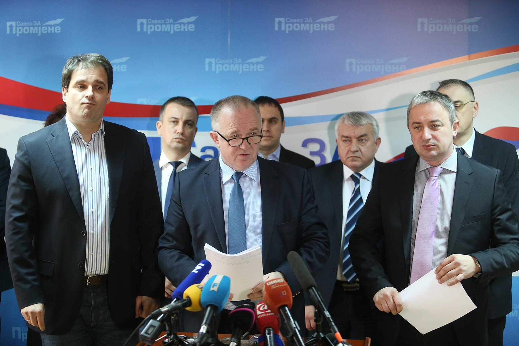 UPIRU PRSTOM JEDNI U DRUGE Podjele i nesloga među opozicijom u Srpskoj izlaze na vidjelo