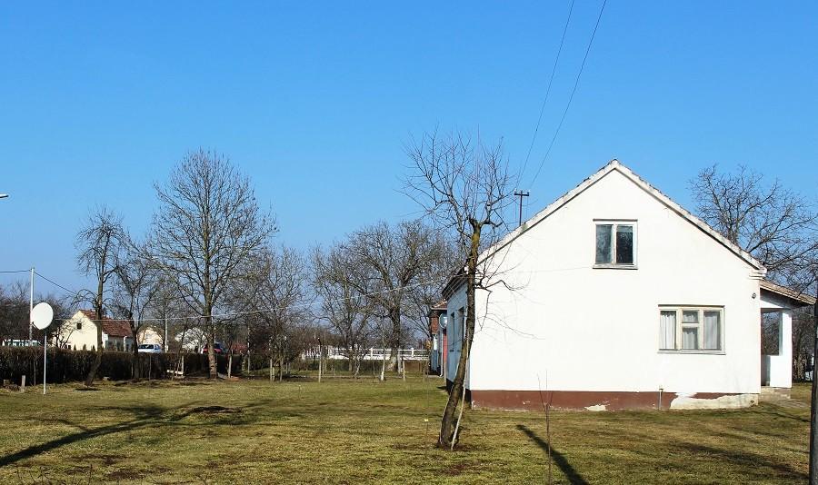 Dosjetljivi Laktašani: Televizor u kući, antena na ogradi (FOTO)