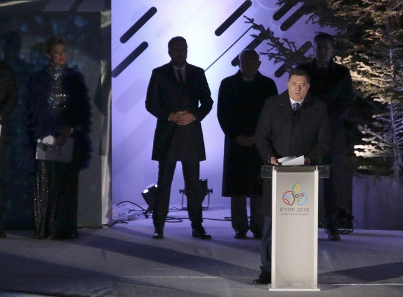 ZVIŽDUCI MRLJA NA OLIMPIJSKOM FESTIVALU Sarajevo (ne)spremno da prihvati Dodikovu RUKU POMIRENJA