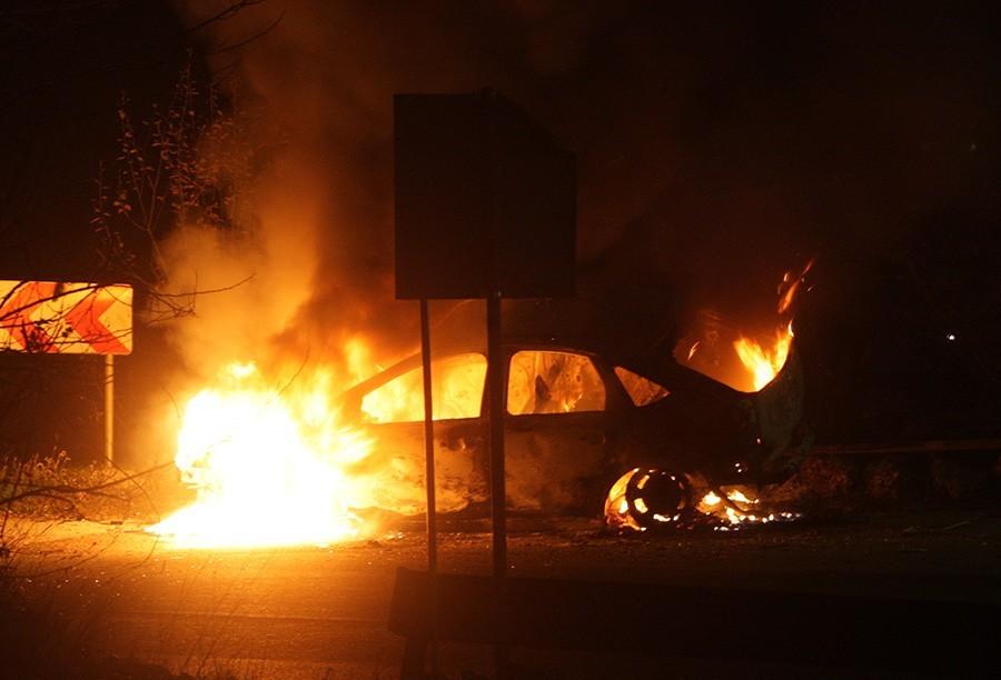 IZGORIO AUTOMOBIL Nema povrijeđenih, u toku utvrđivanje uzroka požara