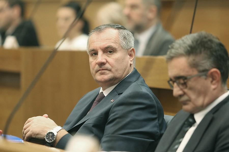 PREMIJER RS KRITIKOVAO SUDOVE I TUŽILAŠTVA Višković: Kako vas nije sramota da primate platu za svoj NERAD?