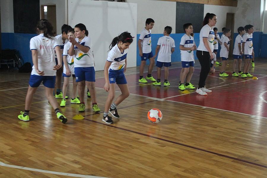 """Udruženje """"Otaharin"""" pomaže u obrazovanju Roma, za najmlađe organizovali i školu fudbala"""