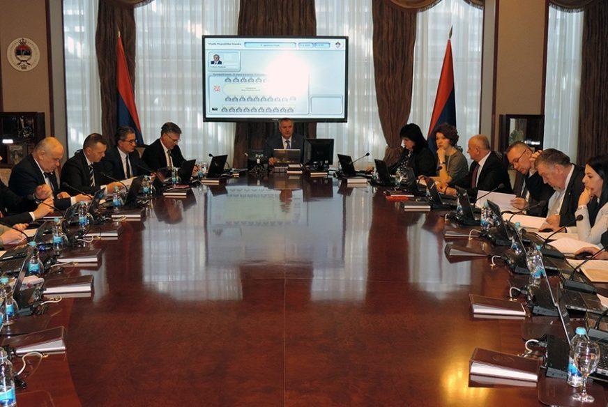 KRIJU DIPLOME, STANARE I ZAPOSLENE Vlada Srpske nije odmakla dalje od obećanja premijera