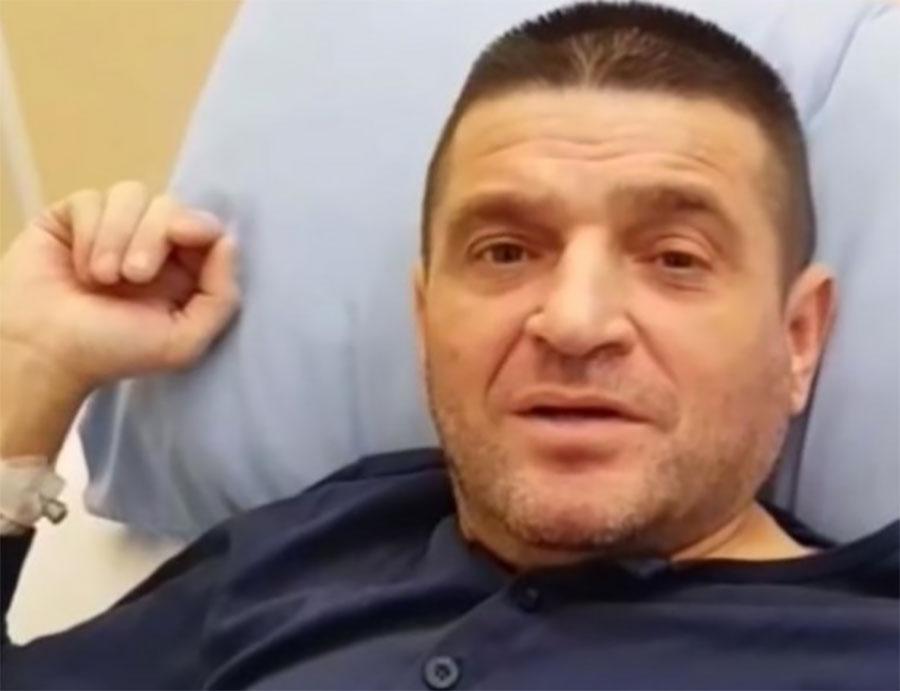 BAJA MALI KNINDŽA HITNO OPERISAN Fotografijom iz bolnice zabrinuo fanove