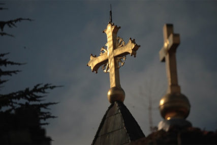 "NEZAPAMĆEN VANDALIZAM U BERANAMA Precrtani grafiti ""Ne damo svetinje"" i oskrnavljen krst"