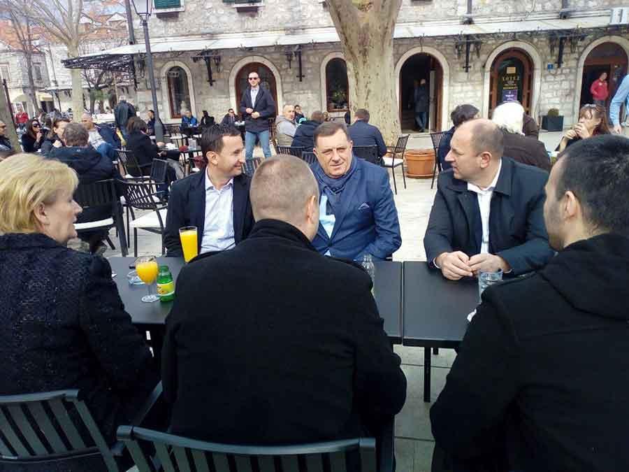 KAFA POD PLATANIMA Na putu do Mostara Dodik PREDAHNUO u Trebinju