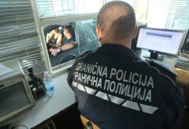 """AKCIJA """"ŠTIT 2021"""" Na zajedničkom graničnom prelazu Deleuša-Vraćenovići spriječeno krijumčarenje cigareta bez akciznih markica"""