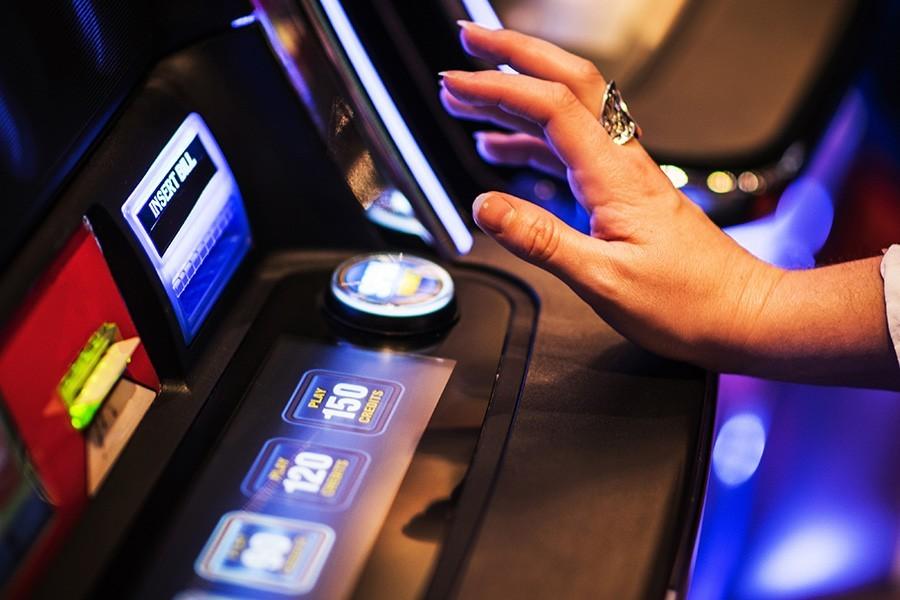 POTRAGA ZA LOPOVIMA Ukrali pazar i novac iz aparata za igre na sreću