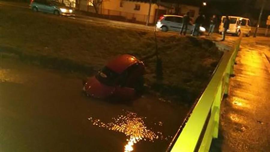 JOŠ JEDNA NESREĆA Automobil završio u kanalu Dašnica (FOTO)
