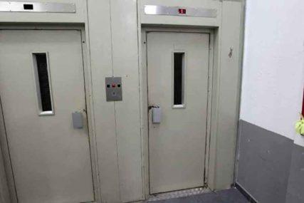 """""""Kobile na štiklama da koriste lift"""" Sramna poruka upućena komšinicama IZAZVALA POMETNJU na internetu (FOTO)"""