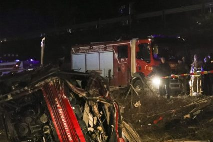 PREVRNUO SE AUTOBUS Dvoje poginulo, a 15 osoba povrijeđeno u STRAŠNOJ SAOBRAĆAJCI (VIDEO)